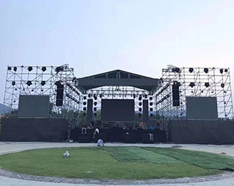露天演唱会——钢铁舞台